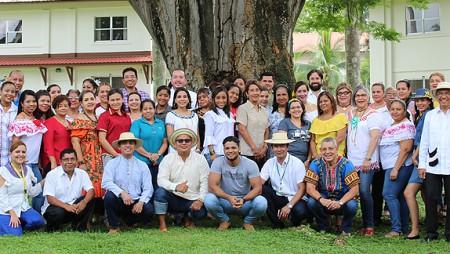 Personal del IDIAP con atuendos típicos, para celebrar los 500 años de la ciudad de Panamá